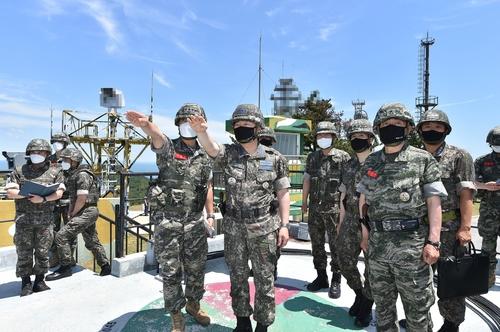 韓聯參議長視察邊防海島部隊檢查戒備態勢