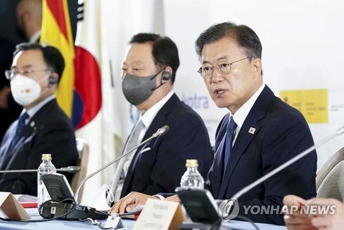 文在寅出席韓西商務論壇提出深化數字低碳經濟合作