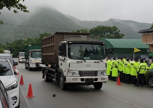 韓薩德基地補給建材等物資
