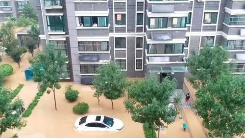 河南暴雨致一南韓人被困家中