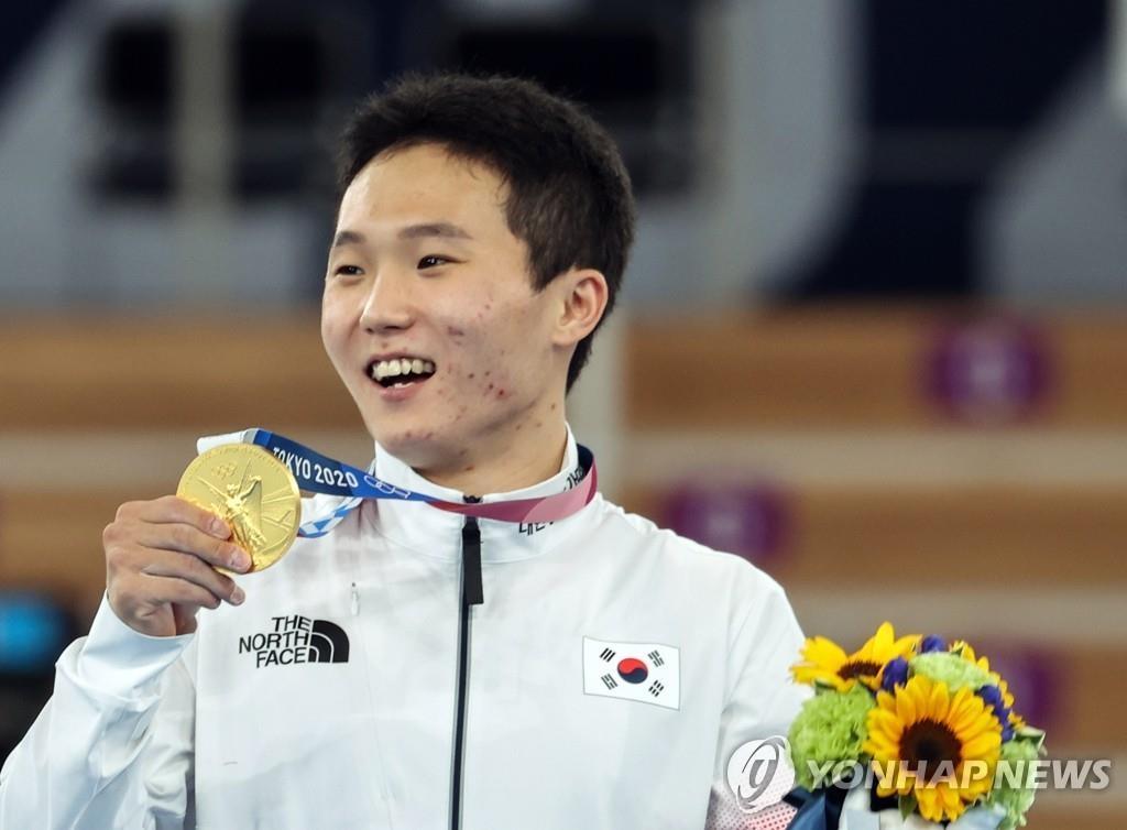 東京奧運南韓2日綜合:申在煥跳馬奪金 羽毛球女雙摘銅