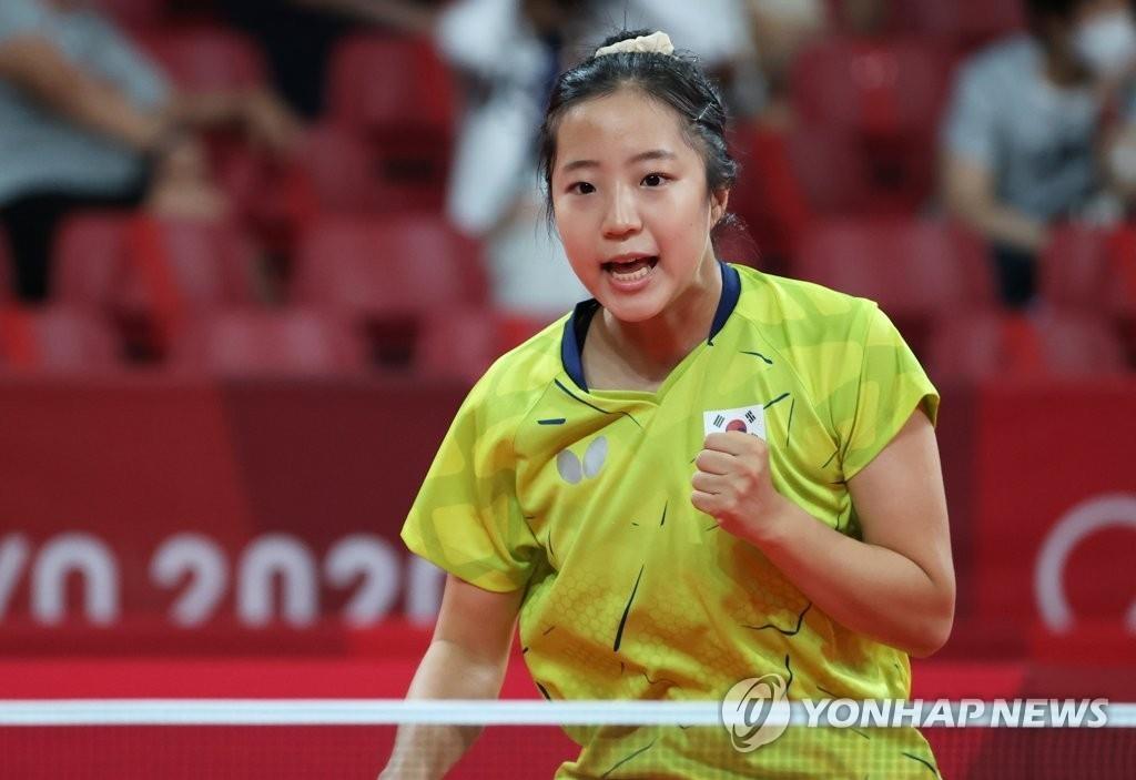 8月2日,在東京體育館進行的東京奧運會乒乓球女子團體16強第一輪比賽中,南韓隊選手申裕斌對陣波蘭選手。 韓聯社