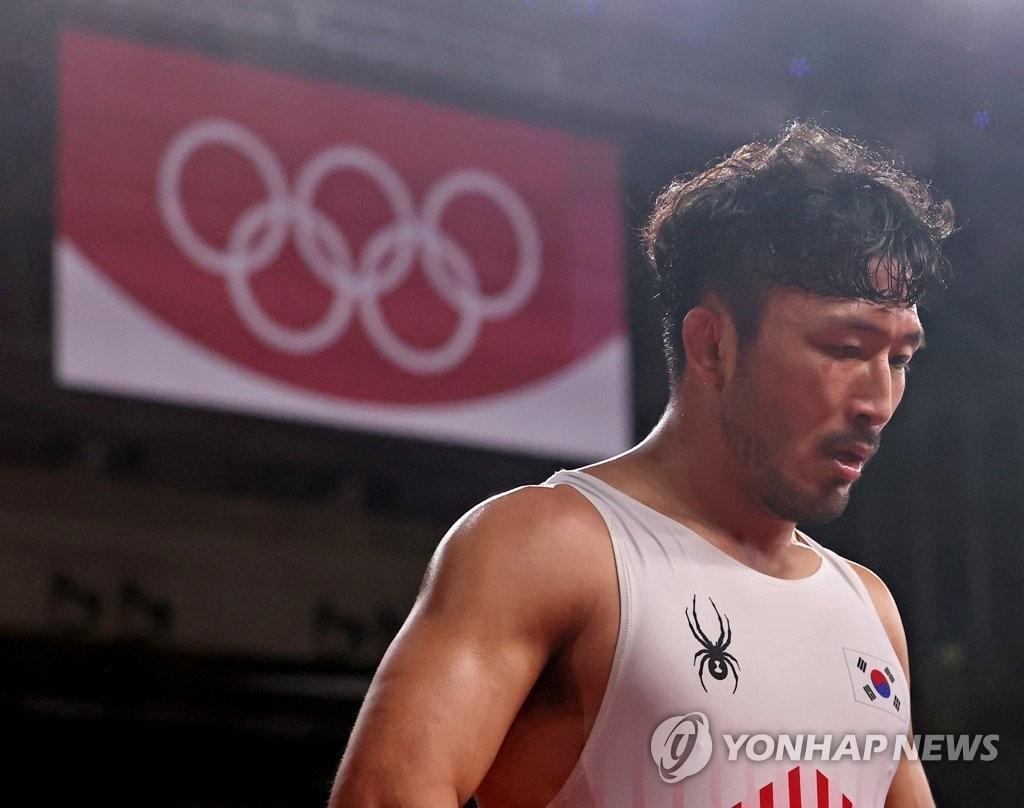 8月3日,在日本千葉幕張展覽館進行的東京奧運古典式摔跤男子組67公斤級資格賽中,南韓選手柳漢壽不敵埃及選手,遺憾離場。 韓聯社