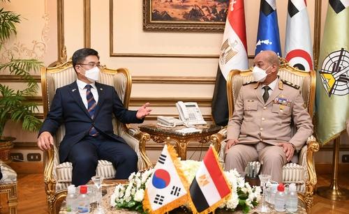 南韓防長徐旭在開羅會晤埃及防長扎基