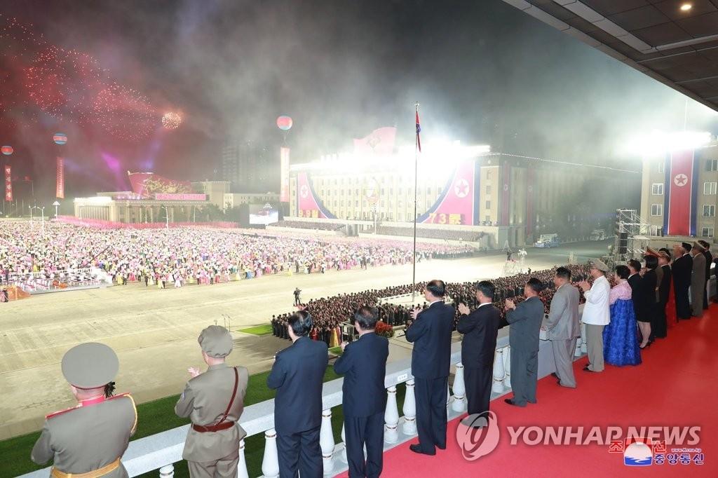 朝鮮在建政73週年紀念日舉行民防閱兵
