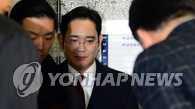 三星李在鎔以親信門行賄嫌疑人身份到案受查