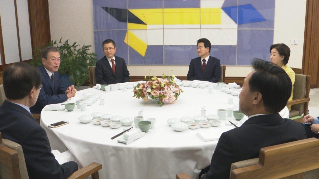 文在寅邀朝野五黨黨首共進晚餐談國事
