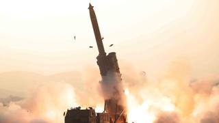 朝媒報道金正恩參觀超大型火箭炮連射