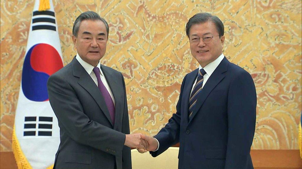 文在寅接見中國外交部長王毅