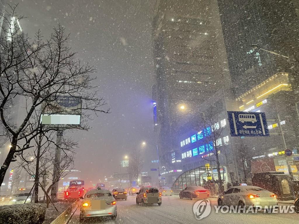 資料圖片:首爾降雪 韓聯社