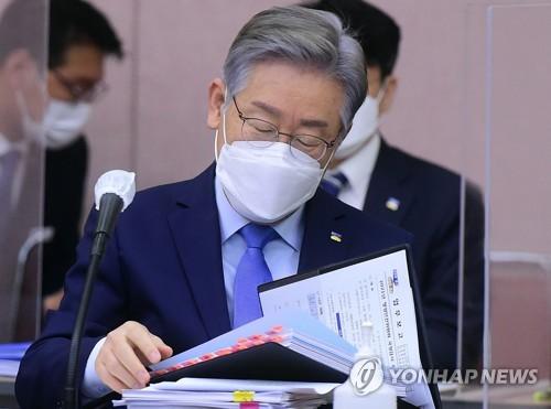 韓京畿道知事李在明就下屬涉腐道歉