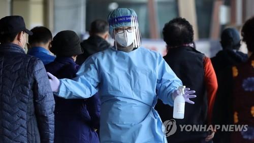 簡訊:南韓新增2111例新冠確診病例 累計358412例