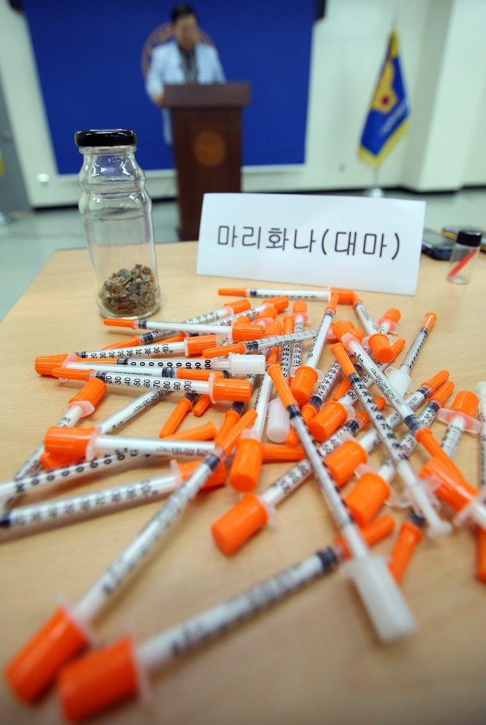 資料圖片:南韓查獲走私入境的朝鮮毒品。 韓聯社