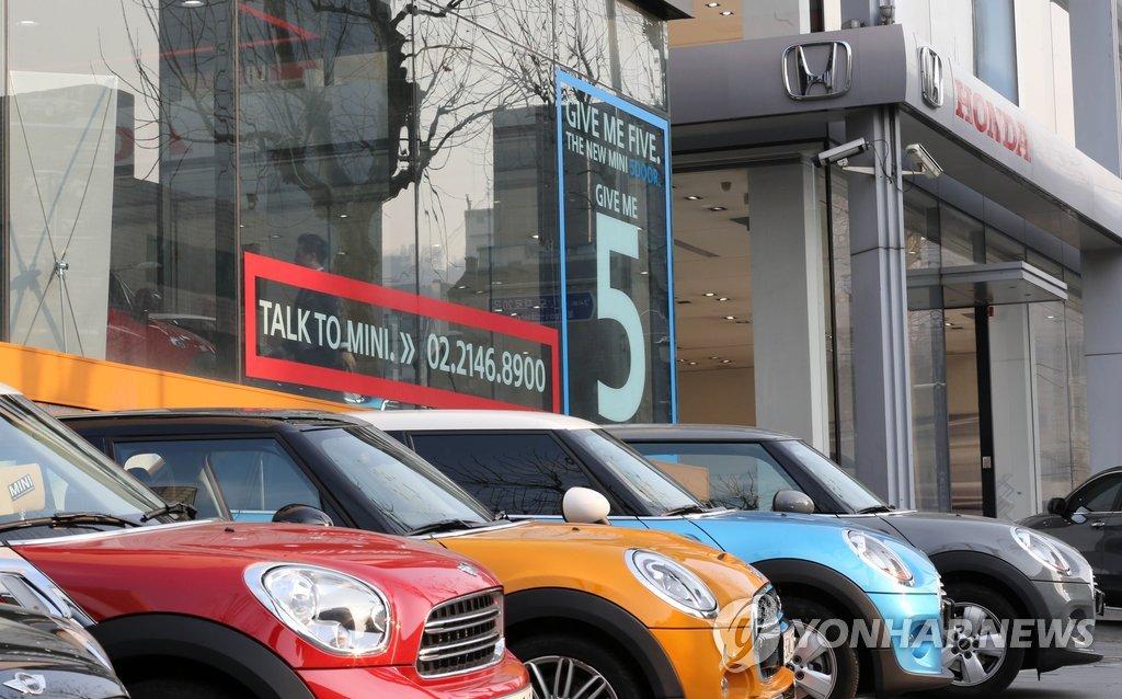 資料圖片:位於首爾瑞草區的進口車專賣店 韓聯社