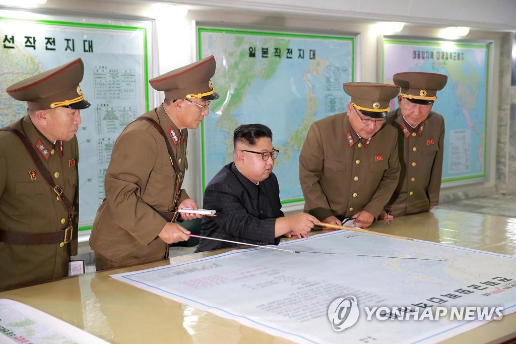 朝媒:金正恩送花圈悼念朝鮮戰略軍首任政委