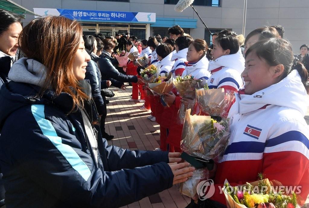 韓朝女子冰球隊會師