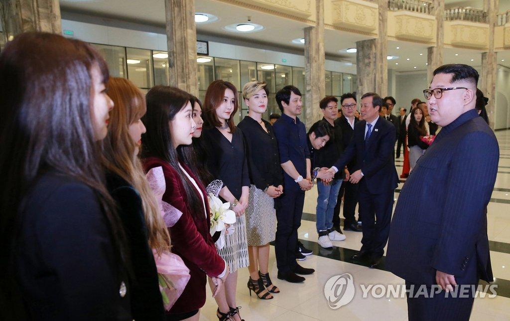 金正恩與Red Velvet交談
