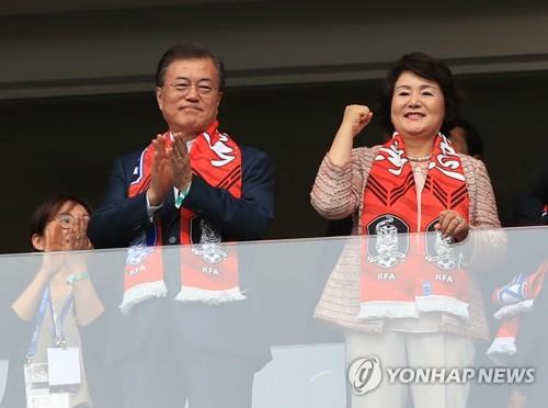 文在寅觀戰世界盃並會晤國際足聯主席
