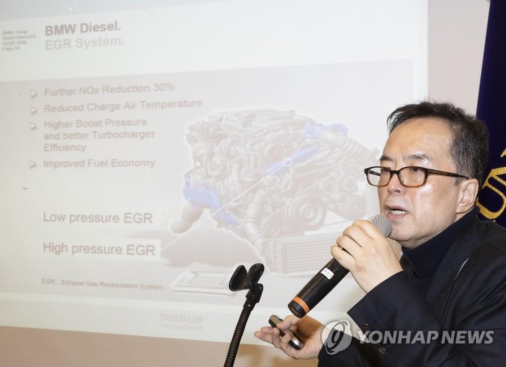 12月24日上午,在首爾市博倫律所,河鐘瑄律師代表受害車主就民官聯合調查組的最終結論表態。(韓聯社)
