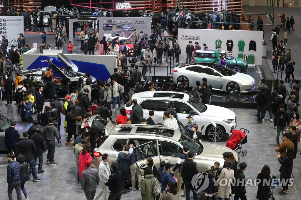 資料圖片:2019年3月31日,在京畿道高陽市南韓國際展覽中心(KINTEX),前來參觀2019首爾國際車展的訪客人頭攢動。 韓聯社