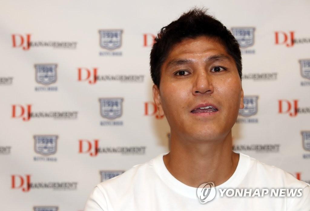 南韓足球教練金東進與香港傑志續約兩年
