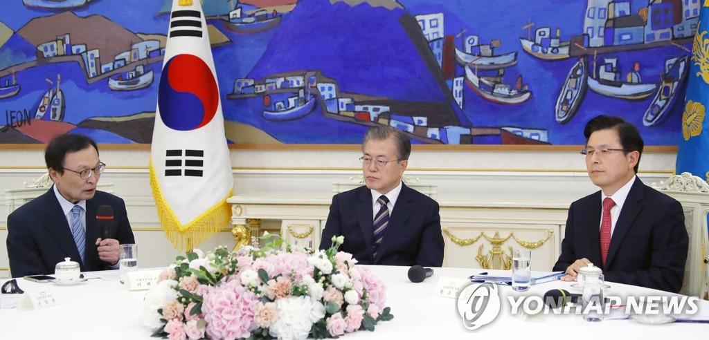 李海瓚(左一)發言。 韓聯社