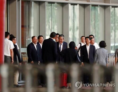 朝媒報道李洙墉會見中國外長王毅消息