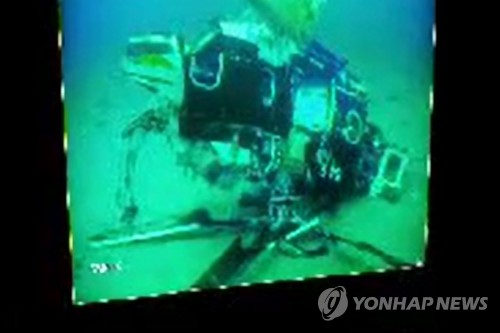 韓墜海直升機兩名遇難者遺體打撈出水
