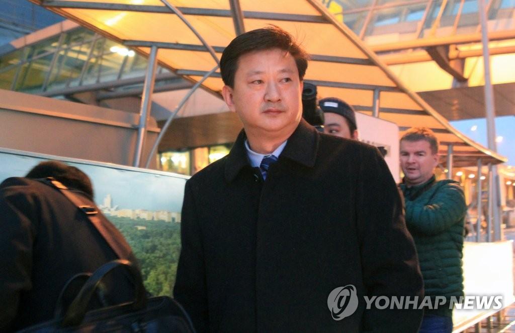 當地時間11月5日,朝鮮外務省美國局長趙哲秀(音)飛抵莫斯科謝列梅捷沃國際機場。他將出席2019莫斯科核不擴散會議。 韓聯社