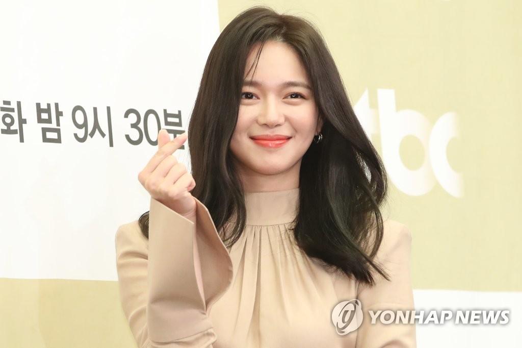 演員李伊利雅