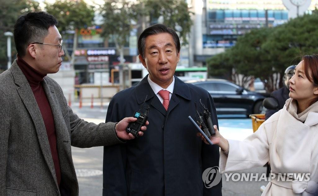 韓在野黨議員出庭受審