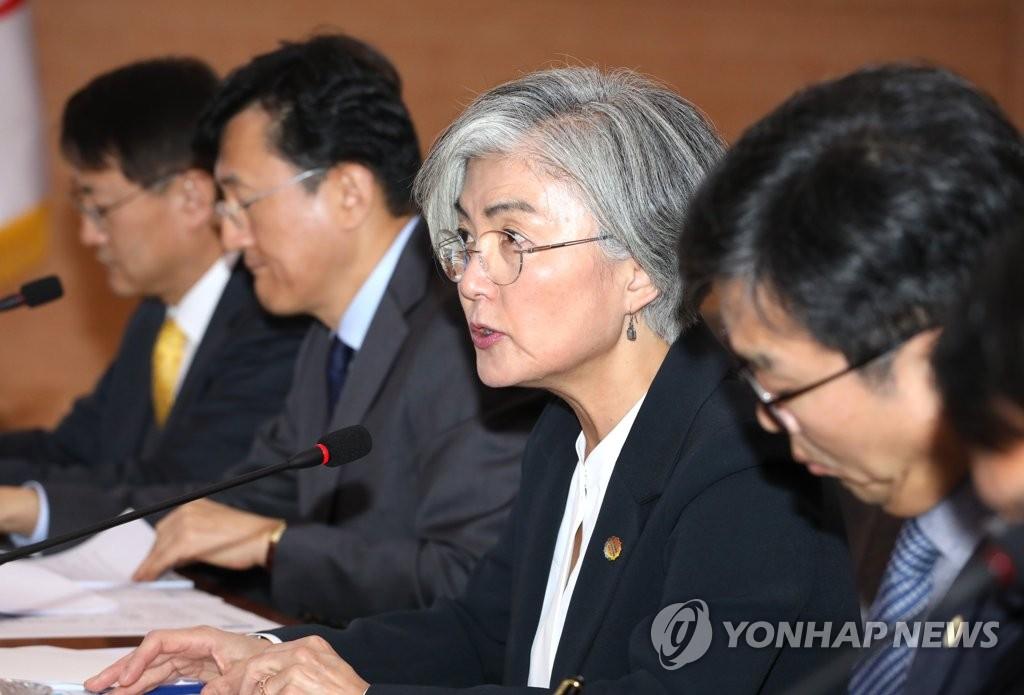 康京和(右二)在南韓-東盟峰會籌備會議上發言。 韓聯社