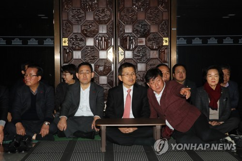 韓最大在野黨舉行靜坐示威
