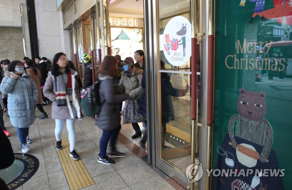 樂天百貨總店因中國顧客感染新冠病毒暫停營業