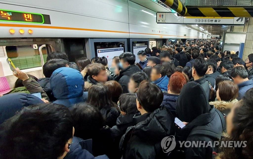 地鐵故障影響市民上班