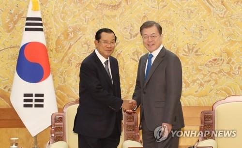 文在寅會見柬埔寨首相洪森