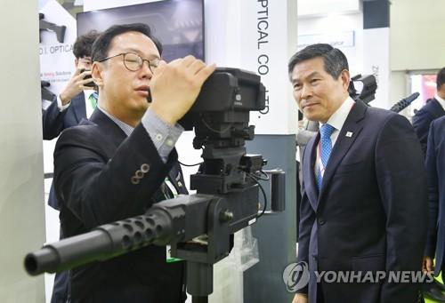 南韓防長鄭景鬥參加印度最大規模防展