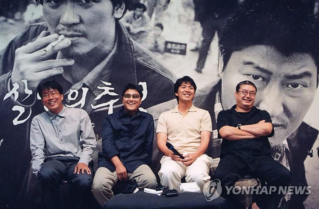 資料圖片:電影《殺人回憶》主創陣容 韓聯社