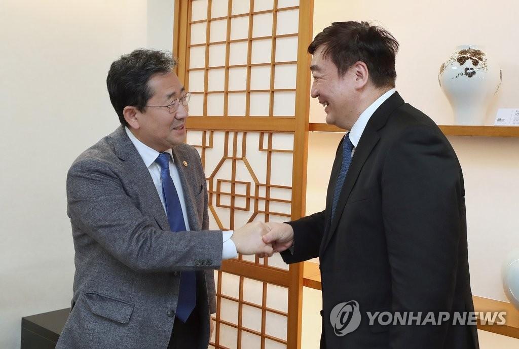 韓文體部長官樸良雨會見中國駐韓大使邢海明