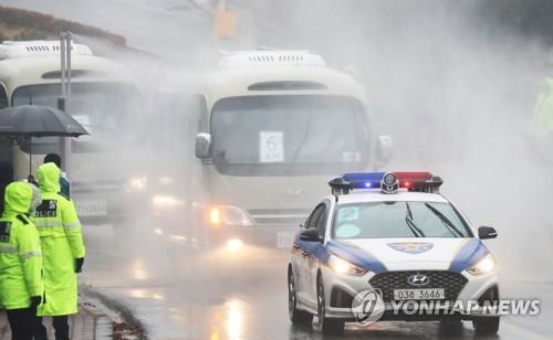 詳訊:南韓第三批自漢撤回僑民抵達隔離設施