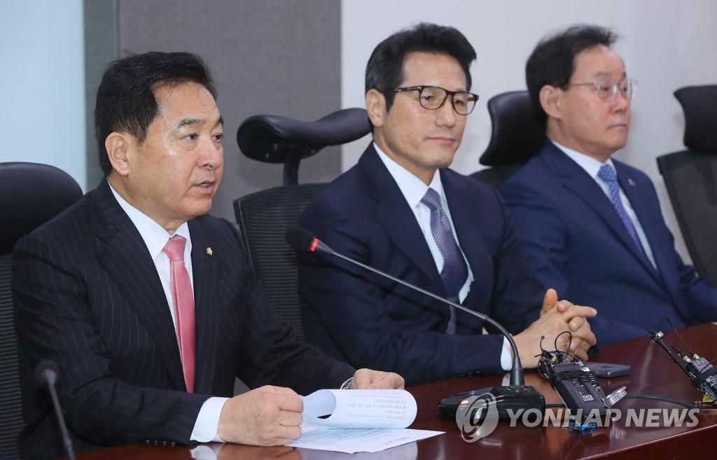 左起依次為自由南韓黨沈在哲、新保守黨鄭柄國、向未來前進4.0李鐘赫。 韓聯社
