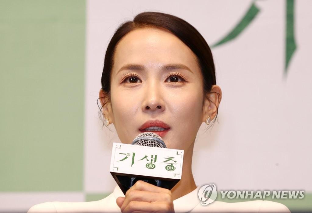 2月19日,在首爾威斯汀朝鮮酒店,演員曹汝貞出席記者會併發言。 韓聯社