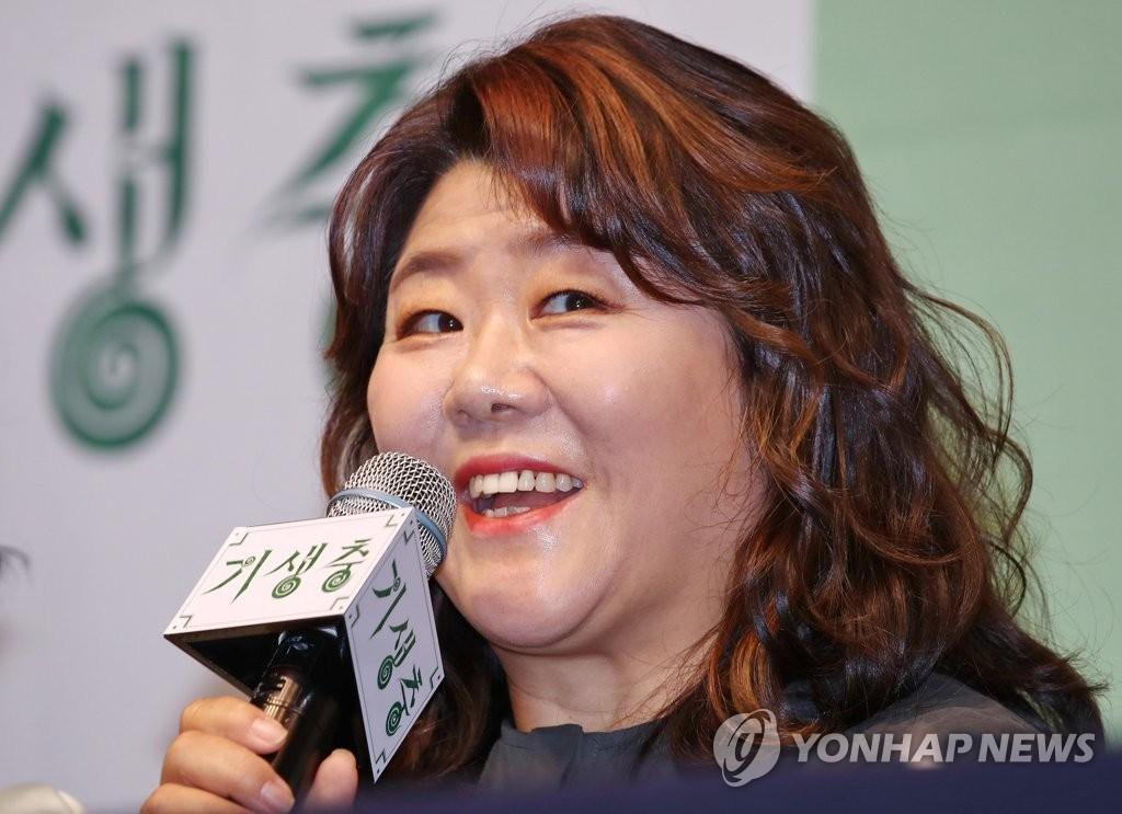2月19日,在首爾威斯汀朝鮮酒店,演員李姃垠出席記者會併發言。 韓聯社