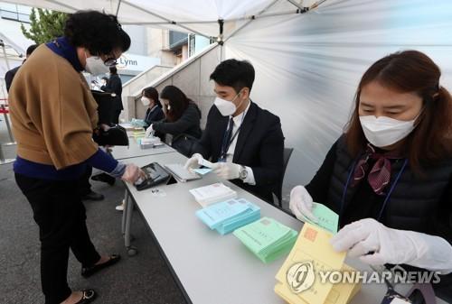 南韓國會議員選舉在即 政府加強投票站防疫