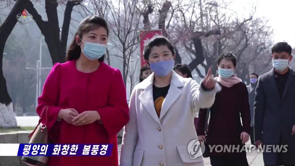 朝鮮居民戴口罩出行