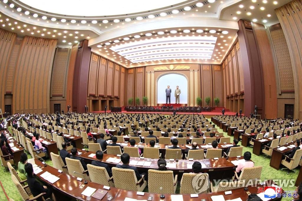 4月12日,在平壤萬壽臺議事堂,朝鮮舉行第十四屆最高人民會議第三次會議。圖為會議現場照。 韓聯社/朝中社(圖片僅限南韓國內使用,嚴禁轉載複製)