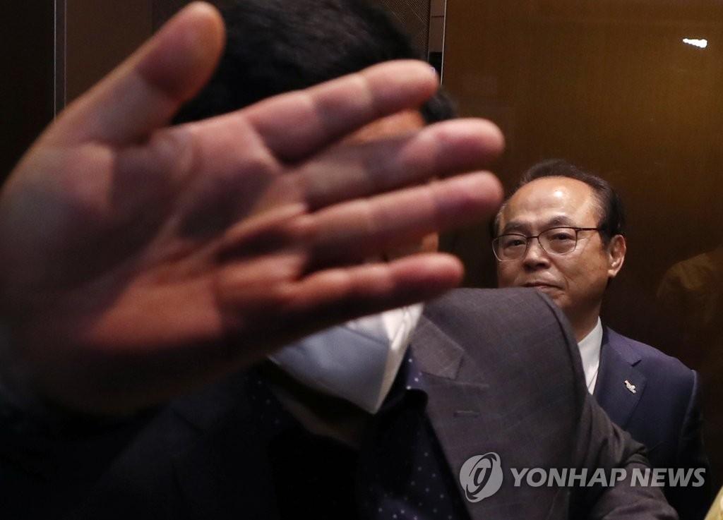 涉嫌性騷擾前釜山市長非公開到案受訊