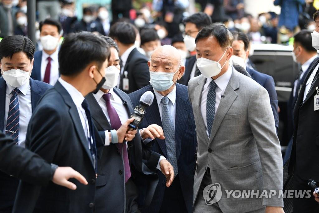 韓前總統全鬥煥損害民運參加者名譽案開庭