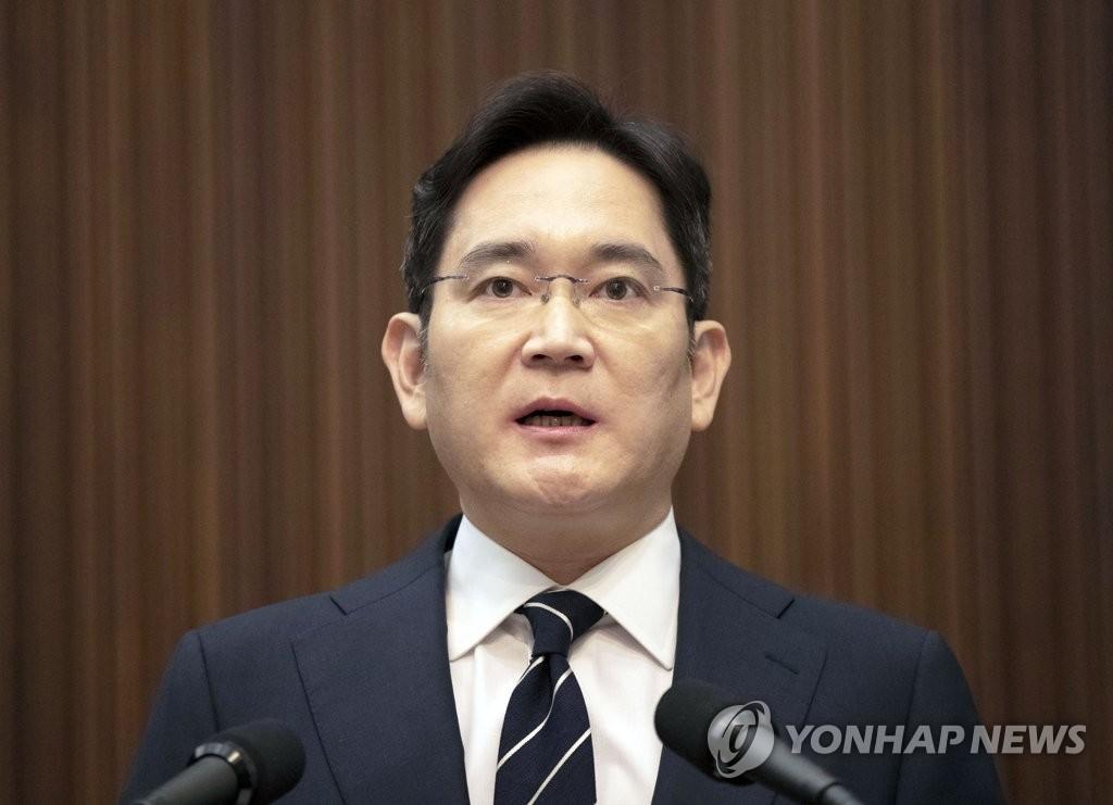 5月6日,在位於首爾瑞草區的三星總部,李在鎔就接班問題向全民道歉。 韓聯社