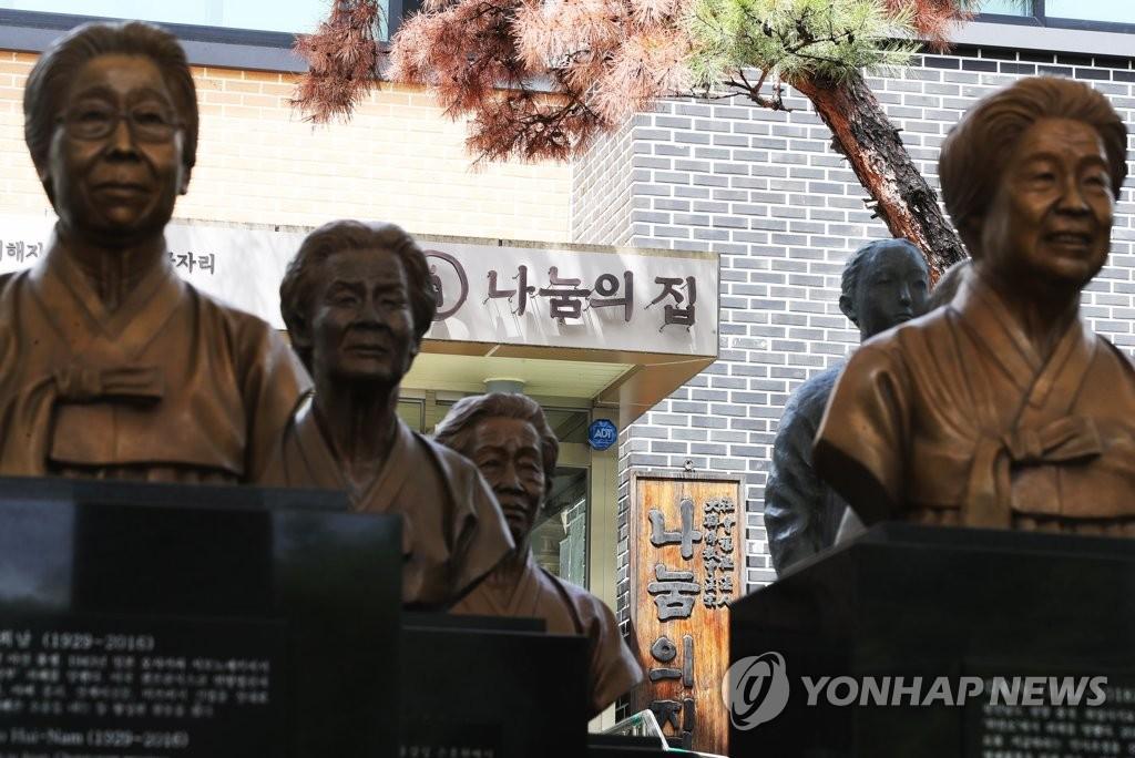 """圖為5月19日在京畿道廣州市的慰安婦""""分享之家""""拍攝的""""慰安婦""""雕像。韓聯社"""